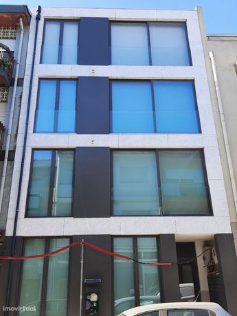 Apartamento T0 com Jardim e salão anexo