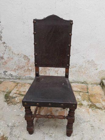Cadeiras em carvalho françês antigas