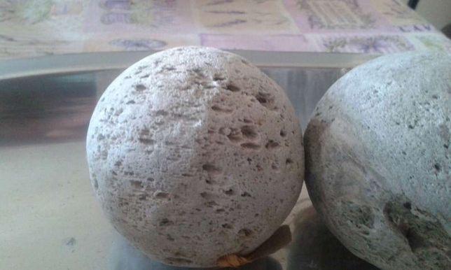Bolas decorativas em pedra pommes