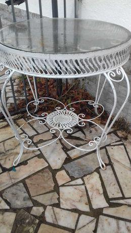 Mesa em ferro com tampo de vidro e 4 cadeiras