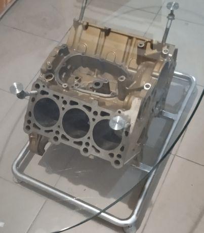 Продам стеклянный стол,зделаный из авто двигателя.