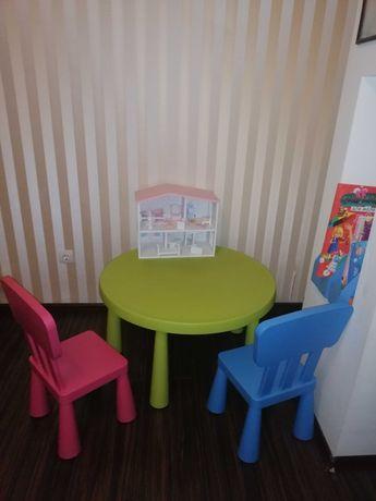 Столик дитячий зі стільчиками