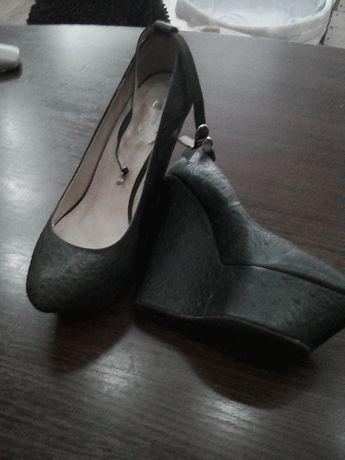 Продаются женские туфли