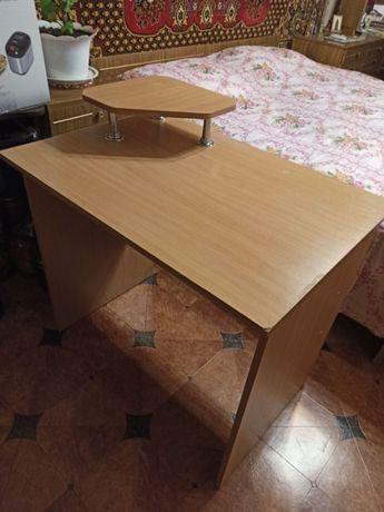 Продам компьютерный стол, в хорошем состоянии