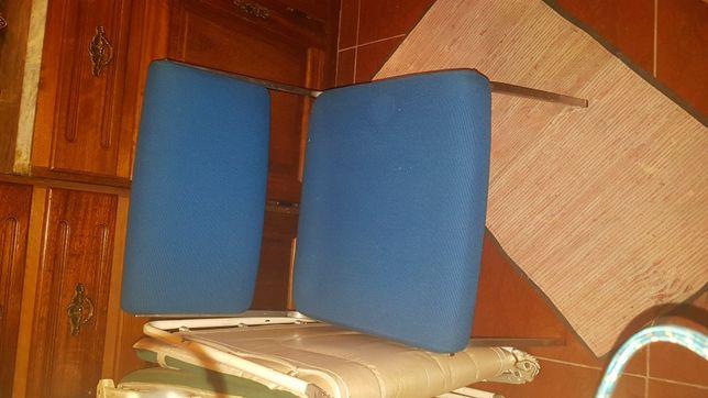 Duas Cadeiras baixa de sala de espera