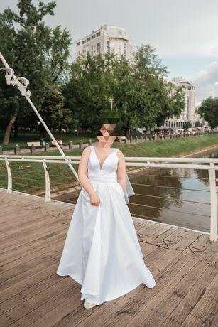 Свадебное атласное платье р.50