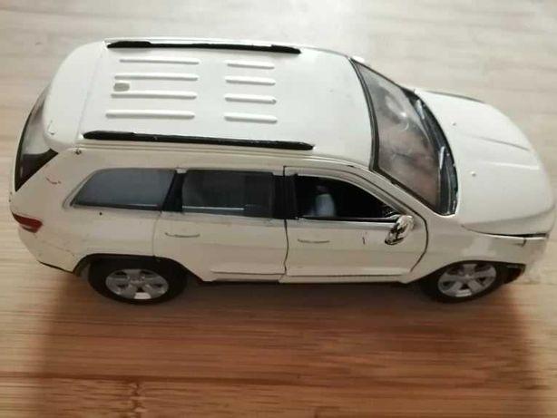 Miniatura em metal – 1:24 – Jeep Grand Cherokee Laredo 2011
