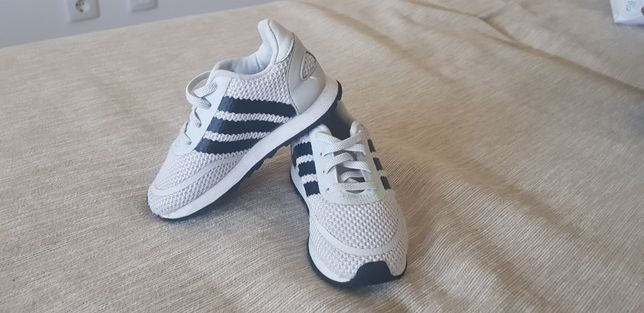 Ténis Adidas menino 23