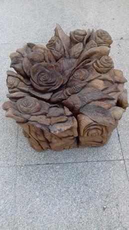 Tronco de oliveira esculpido c/ motivos florais: peça decorativa única