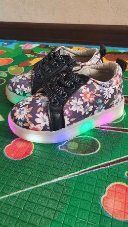 Новые светящиеся кроссовки
