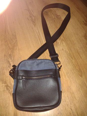 Sprzedam saszetkę torbę Reserved kolor niebieski. Stan oceniam dostate