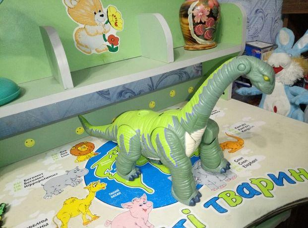 Динозавр рычащий