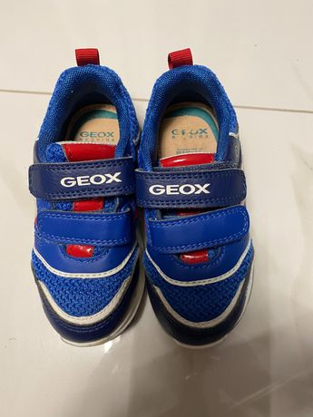 Кроссовки  geox со светящейся подошвой