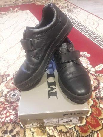 Шкіряні туфлі фірми MIDA в ідеальному стані.Розмір 39.