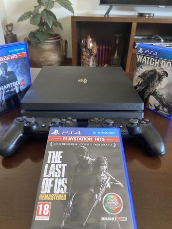 PS4 Pro 4K (1 TB) + 2 Comandos + 3 Jogos