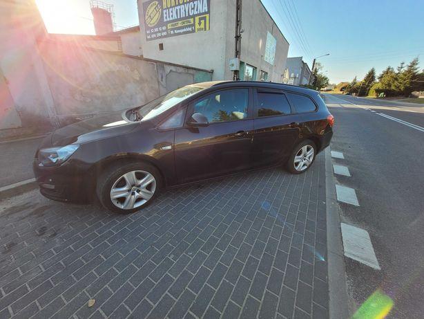 Sprzedam Opel Astra J - KOMBI  z silnikiem 140 KM. Benzyna