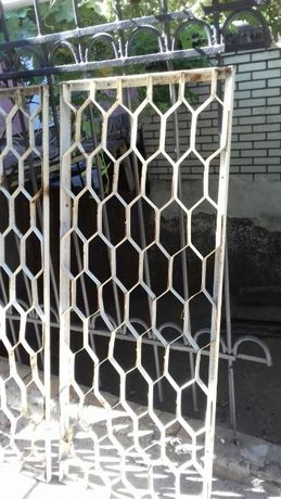 Продам решетки,на окна.Соты.
