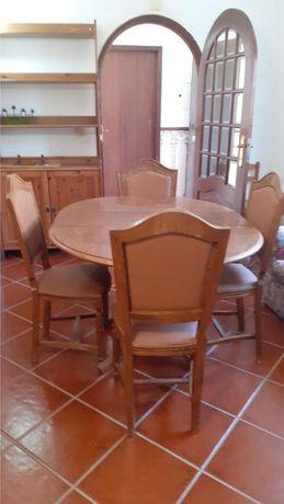 Mesa jantar redonda em madeira maciça e 4 cadeiras restaurada