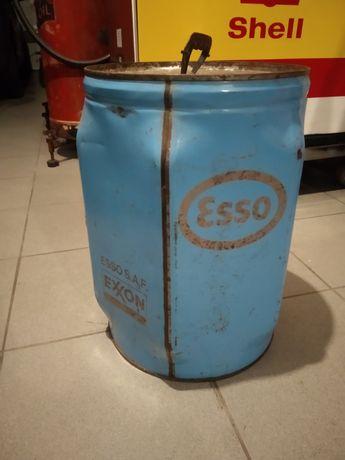 Lata de óleo Esso Exxon cheia.