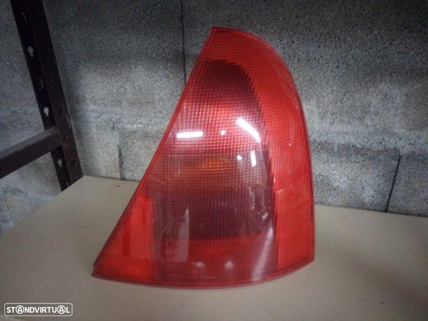 Farolim Trás Direiro Renault Clio II