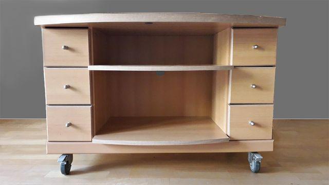 szafka rtv z szufladami, na kółkach, jasna okleina drewniana