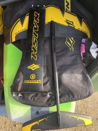 Surf foil Naish com dois mastros e capa