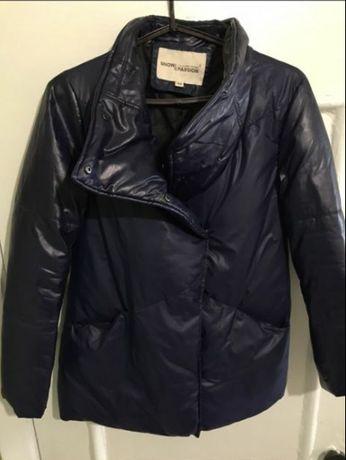 Классная зимняя курточка, пуховик рукава и ворот из экокожи.