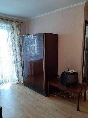 Продам шифоньер,шкаф двух дверный,с полочками.Германия.
