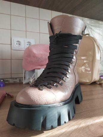 Ботинки натуральная кожа , 38 размер , одеты пару тройку раз