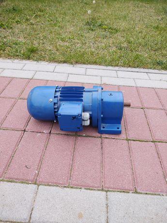 Motoreduktor 0,55kw 245obr/min