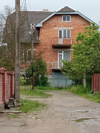 Продаж будинок