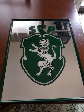 Emblema do Sporting pintado em espelho