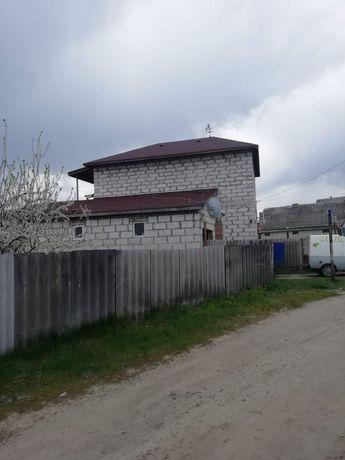 Продам двухэтажный не достроеный дом.