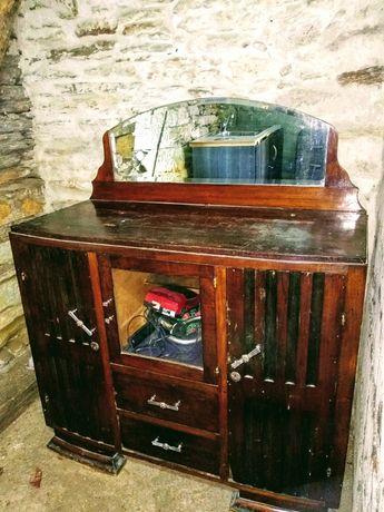 Vendo móvel antigo em madeira maciça,em bom estado!