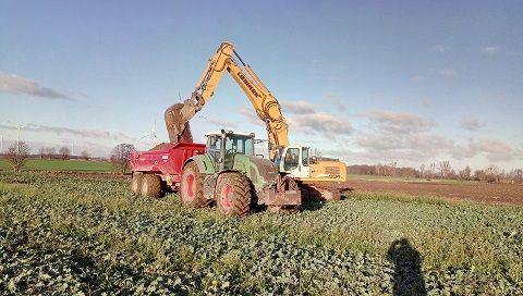 transport ciągnikiem rolniczym wywrotka, usługi koparka, roboty ziemne