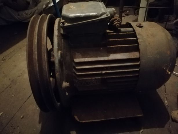 Продам мощный рабочий асинхронный двигатель 4.6 кВт 950 об/мин