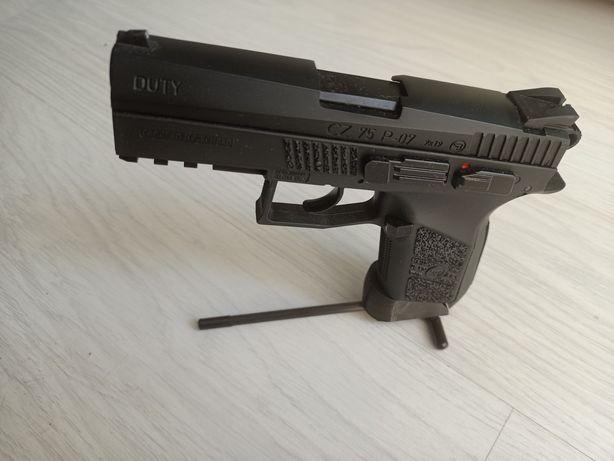 Ekspozytor podstawka na pistolet wiatrówkę CZ 75 P-07 Duty CO2