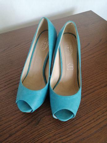 Sandalki prawie nowe rozmiar 38