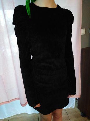 Czarna zamszowa z bufiastymi rękawami