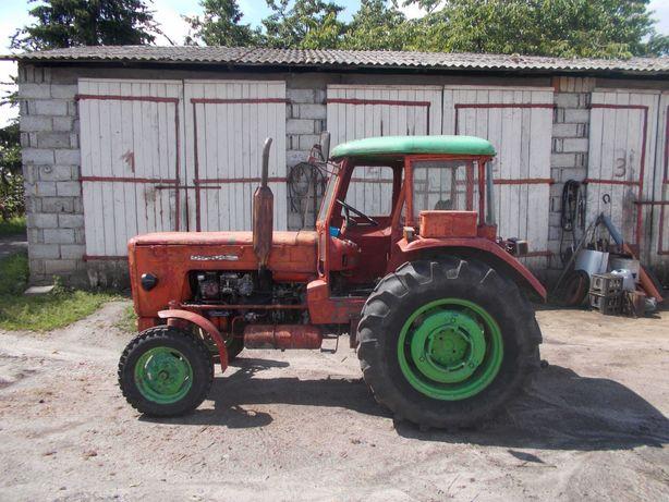 Traktor Ursus C-360.