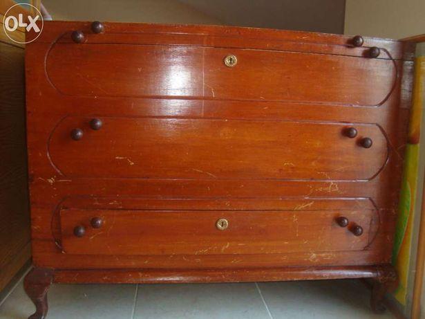 Arca de madeira - antiga