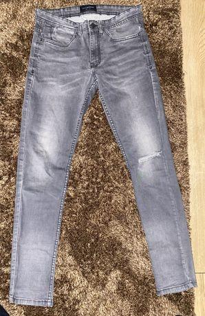 Spodnie jeansowe Reserved