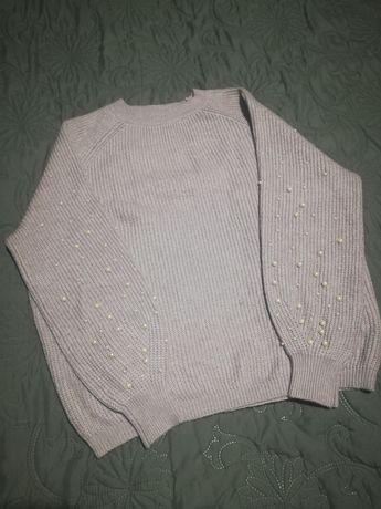 Женский свитер с бусинами