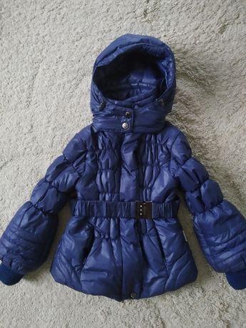 Курточка тепленька на 4-5 років.
