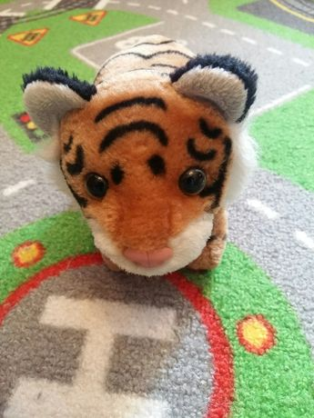 Тигра игрушка (рычит , ходит)