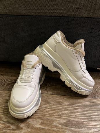 Утепленные белые кроссовки 37р