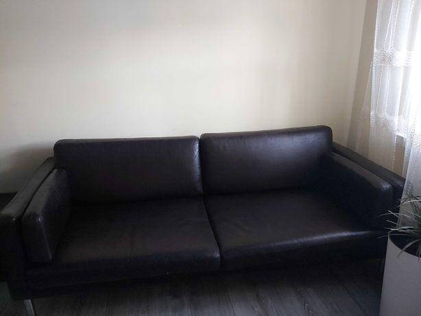 Śkórzana wypoczynkowa sofą