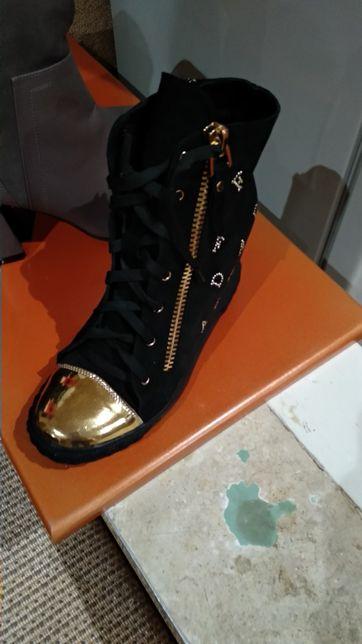 Осенние кожаные ботинки Новые !!