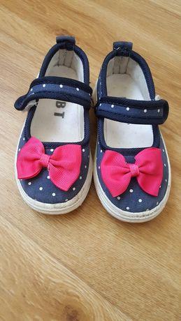 Туфли, туфельки , тапки, тапочки для садика и дома