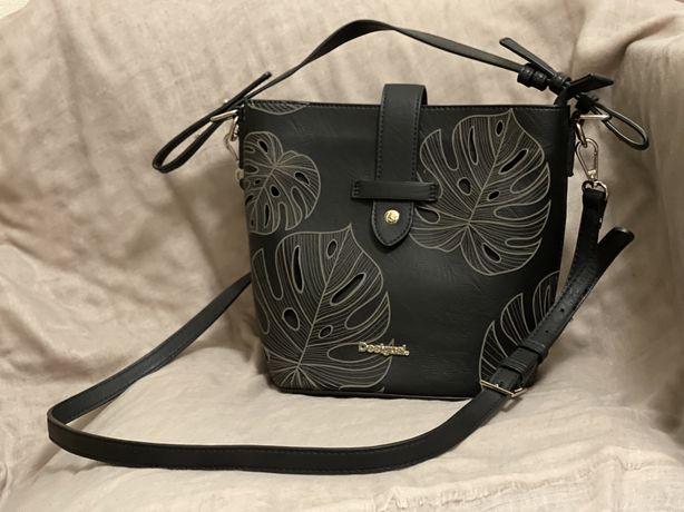 Чёрная сумочка desigual